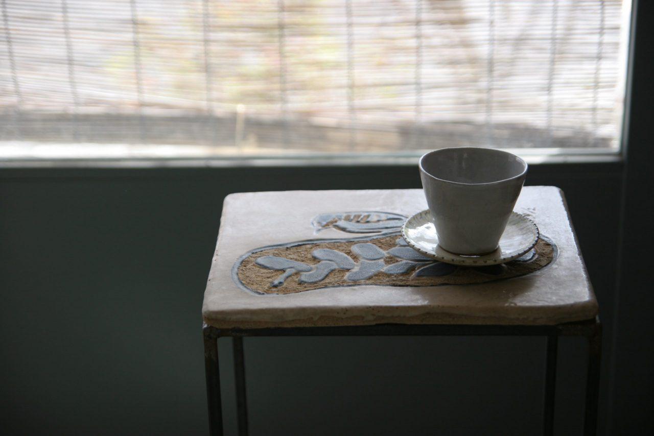 陶板の鉄脚テーブル