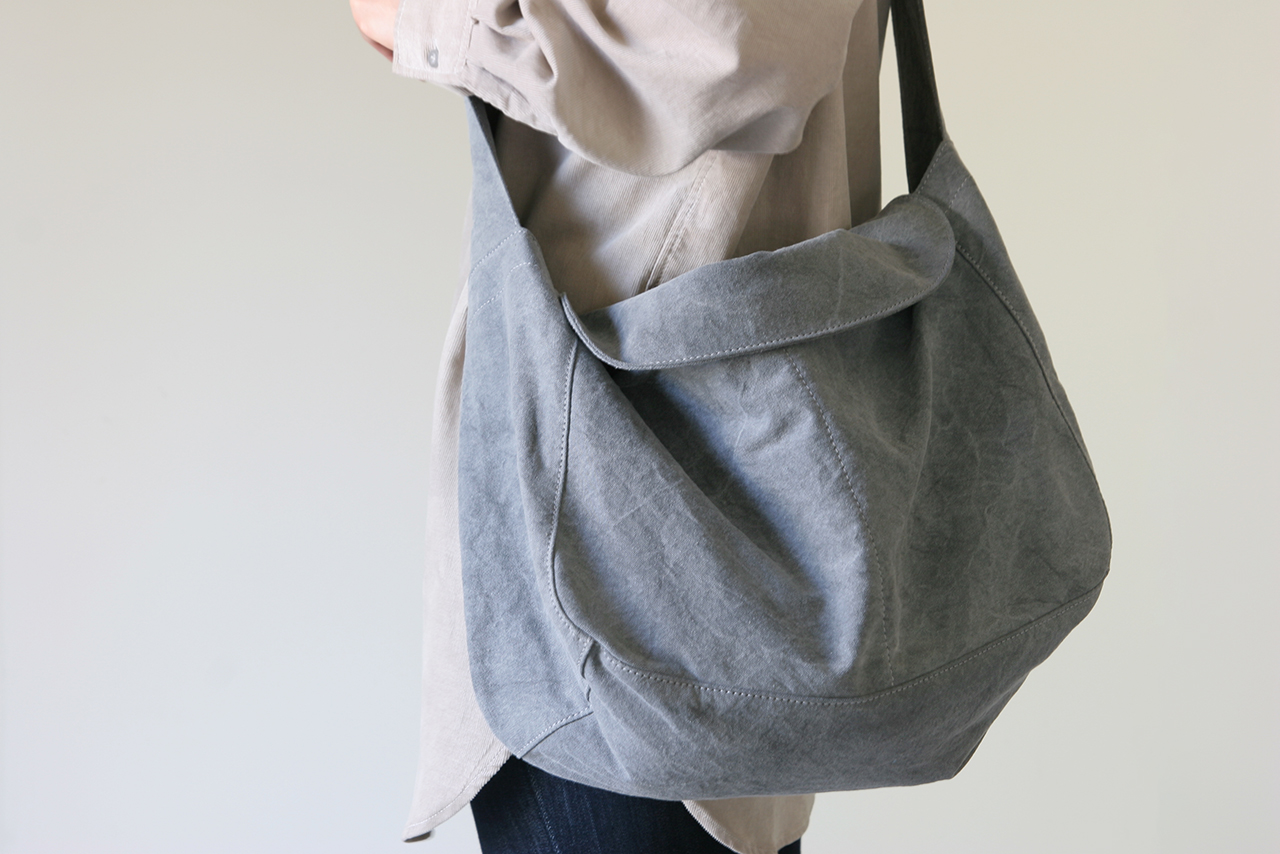 DAIRY SHOULDER / light gray